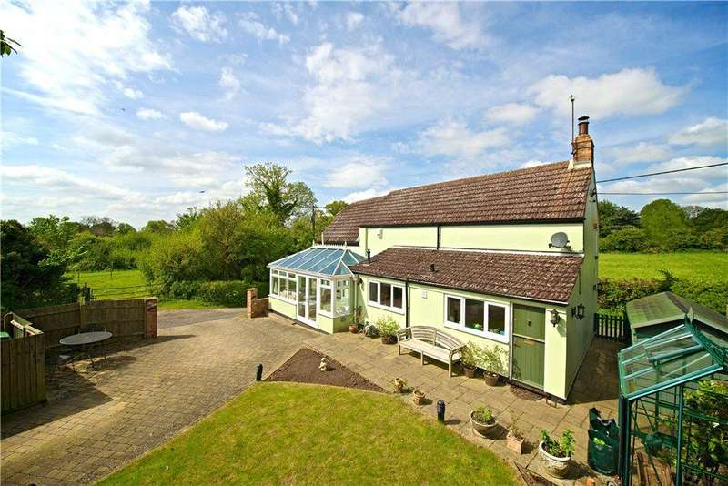 2 Bedrooms Detached House for sale in Folly Lane, North Crawley, Newport Pagnell, Buckinghamshire