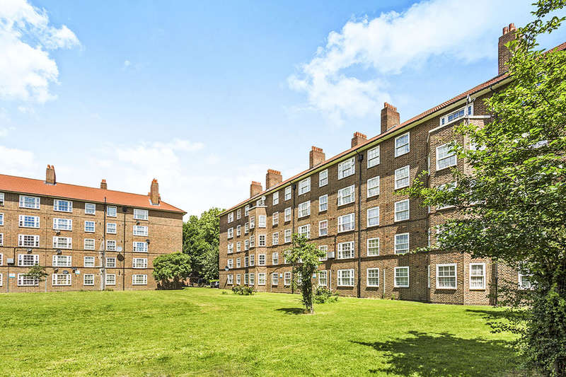 2 Bedrooms Flat for sale in Lynn House Green Hundred Road, London, SE15