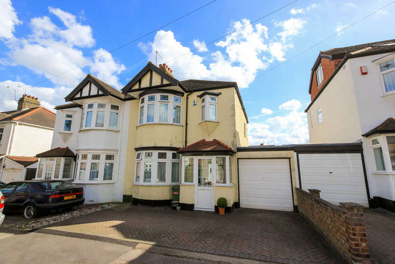 3 Bedrooms Semi Detached House for sale in Danbury Way, Woodford Green