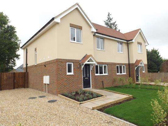 3 Bedrooms Semi Detached House for sale in Tongham, Farnham