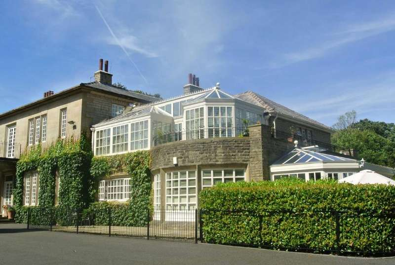 4 Bedrooms Apartment Flat for sale in Hollyville, Holmfirth Road, Greenfield, Saddleworth, OL3