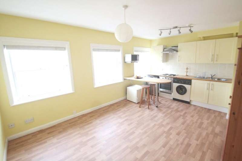 Studio Flat for rent in Oriental Place, Brighton, BN1