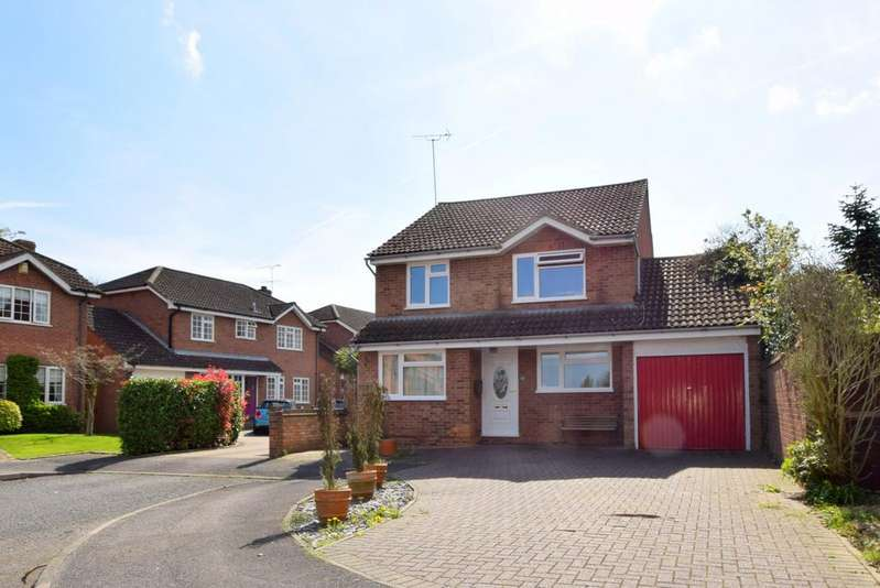 4 Bedrooms Detached House for sale in Saxon Way, Old Windsor, SL4