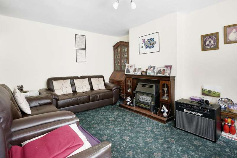 3 Bedrooms Flat for sale in Donegal House, Cambridge Heath Road, E1