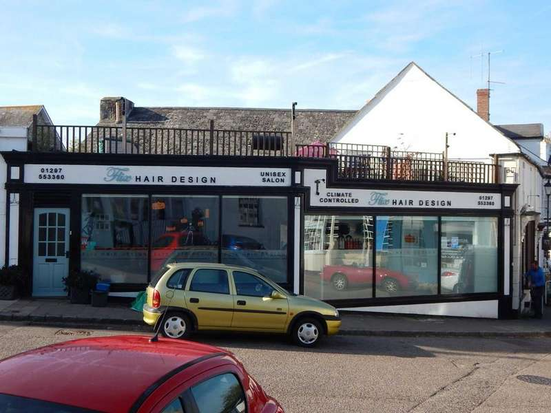 3 Bedrooms Flat for sale in Market Place, Colyton, Devon