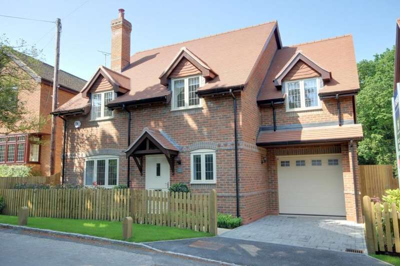 4 Bedrooms Detached House for sale in Binfield Heath