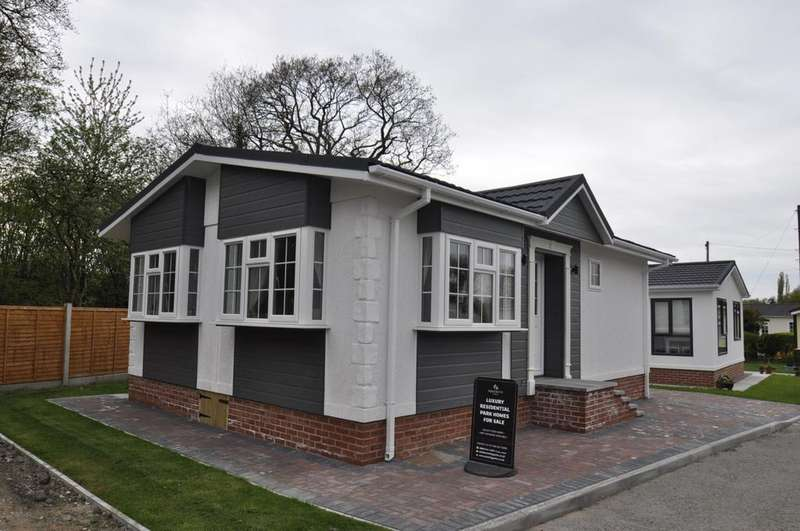 2 Bedrooms Detached Bungalow for sale in Chesters Croft Park, Cheadle Hulme
