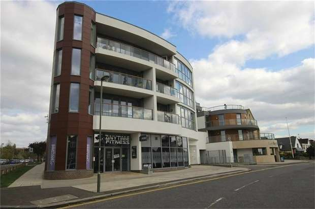 2 Bedrooms Flat for sale in Titan Court, Flower Lane, NW7