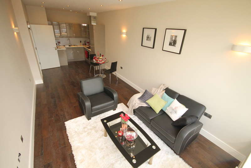 1 Bedroom Apartment Flat for sale in Flat 10 Swan House, The Embankment, Bedford, MK40