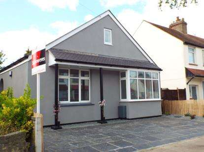 4 Bedrooms Bungalow for sale in Southend-On-Sea, Essex