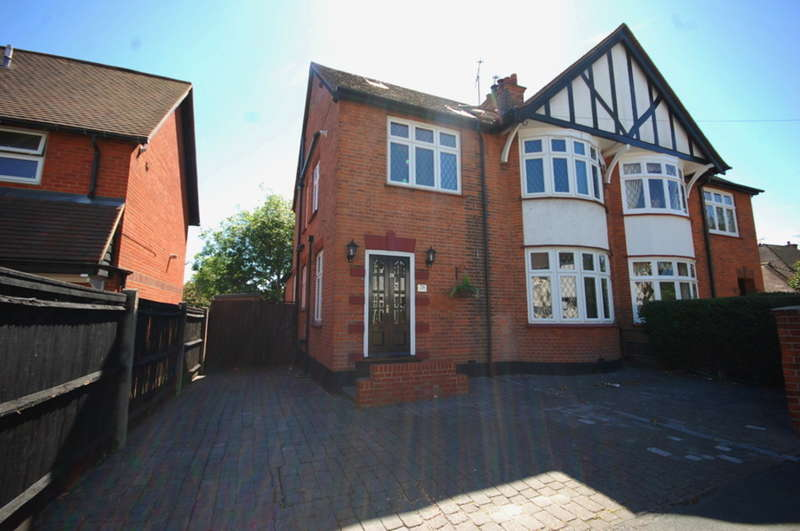 5 Bedrooms Semi Detached House for sale in Cedar Avenue West, City Centre, Chelmsford, CM1
