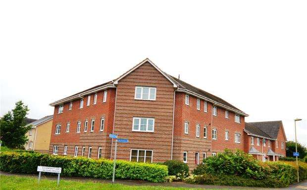 2 Bedrooms Apartment Flat for sale in Wiltshire Crescent, Basingstoke, Hampshire