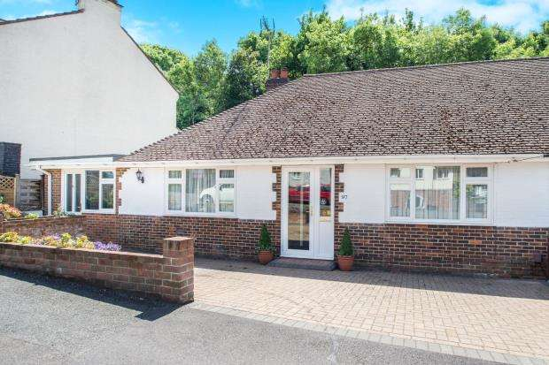 4 Bedrooms Bungalow for sale in Tadworth, Epsom, Surrey