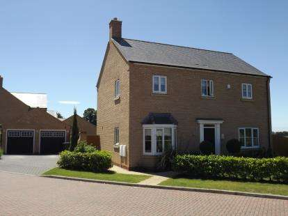 4 Bedrooms Detached House for sale in Jubilee Close, Blunham, Bedford, Bedfordshire