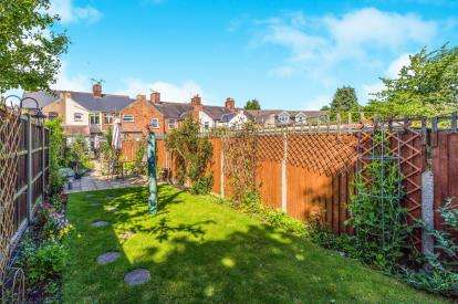 2 Bedrooms Terraced House for sale in Hinckley Road, Burbage, Hinckley, Leicestershire