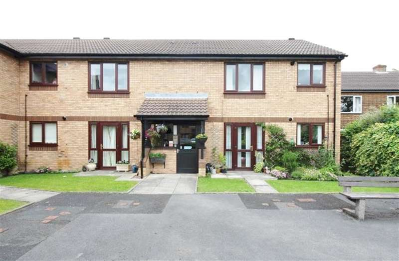 2 Bedrooms Flat for sale in Galloway Court, Pudsey, LS28