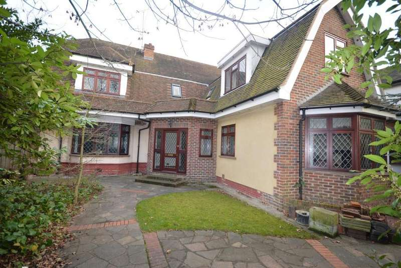 5 Bedrooms Detached House for sale in Ardleigh Green Road, Hornchurch, Essex, RM11