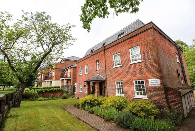 2 Bedrooms Apartment Flat for sale in Meads Court, Ingrave Road, Brentwood, Essex, CM15