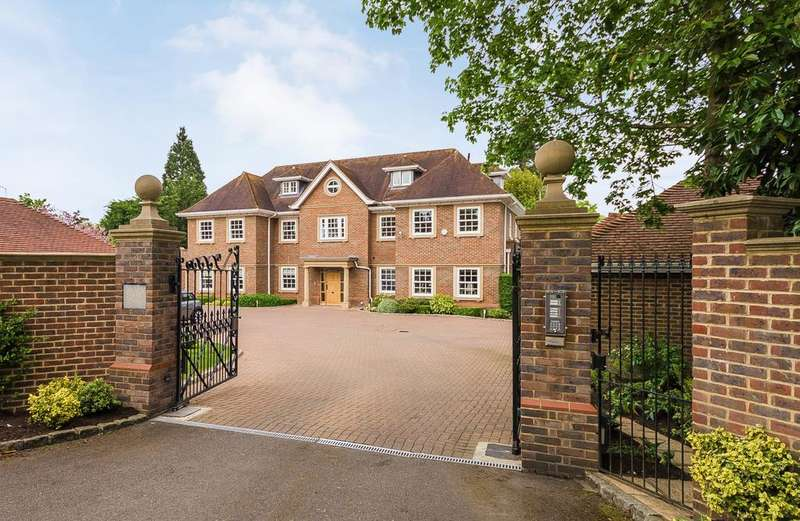 3 Bedrooms Penthouse Flat for sale in Beaconsfield