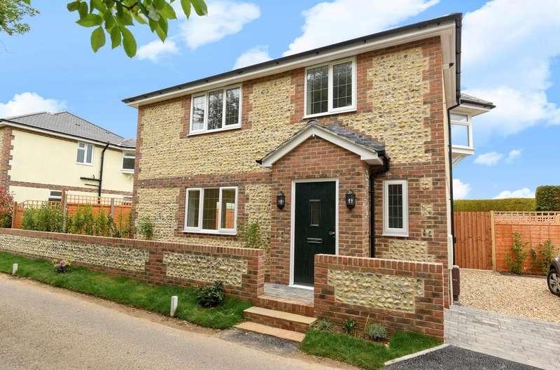 3 Bedrooms Detached House for sale in Flintstone Cottage, Middleton On Sea, Bognor Regis, PO22