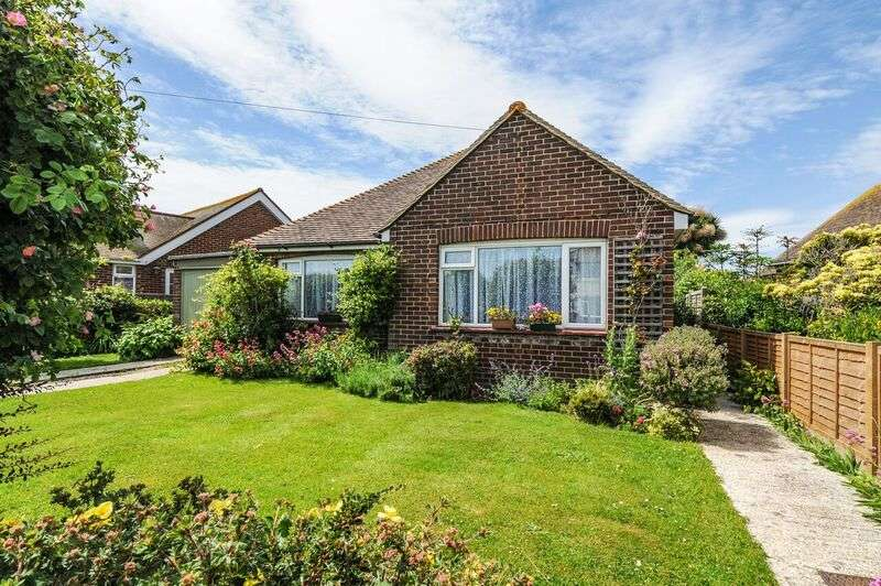 2 Bedrooms Bungalow for sale in St Itha Road, Selsey, PO20