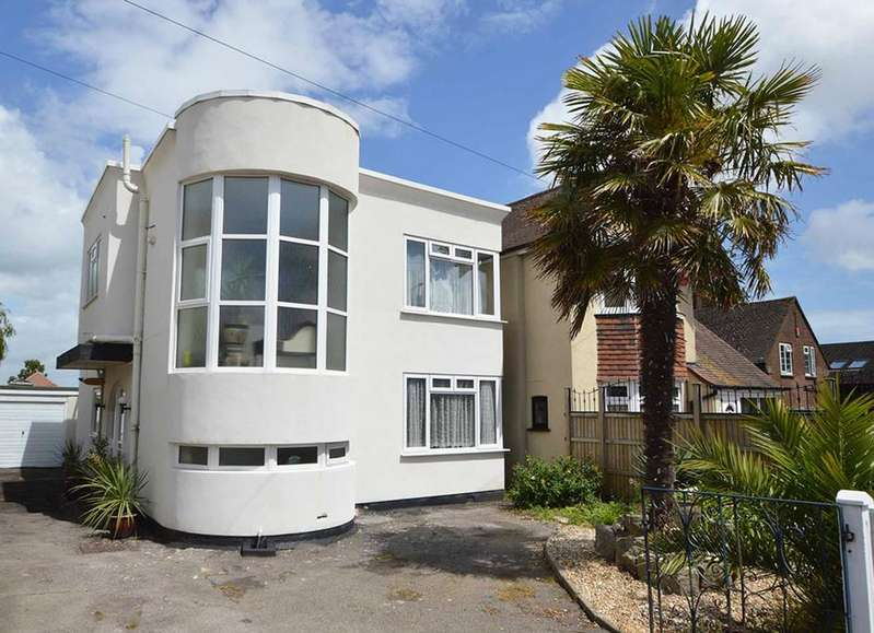 3 Bedrooms Detached House for sale in Castle Lane West, Bournemouth, BH9