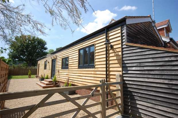 2 Bedrooms Cottage House for sale in Dockenfield, Farnham, Surrey