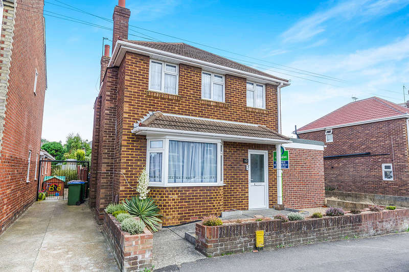 3 Bedrooms Detached House for sale in Macnaghten Road, Southampton, SO18