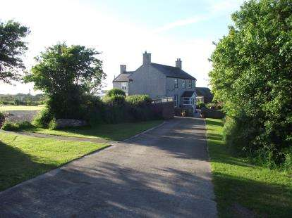 4 Bedrooms Detached House for sale in Llangwnadl, Gwynedd, LL53