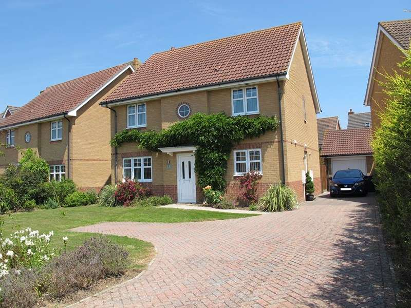4 Bedrooms Detached House for sale in Magister Drive, Lee-On-The-Solent