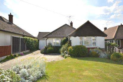 2 Bedrooms Bungalow for sale in Thorpe Bay, Essex