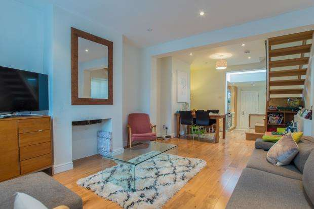 2 Bedrooms Semi Detached House for sale in Claygate, Esher, Surrey