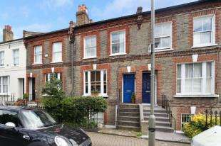 1 Bedroom Flat for sale in Temperley Road, Balham, London