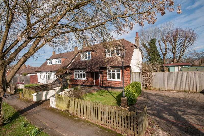 3 Bedrooms Detached House for sale in Southern Avenue, Redhill, Surrey, RH1