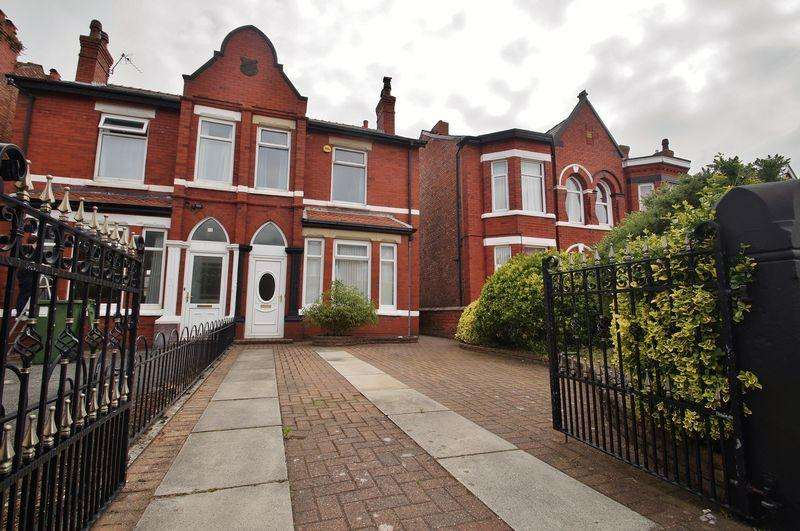3 Bedrooms Semi Detached House for sale in Dinorwic Road, Southport