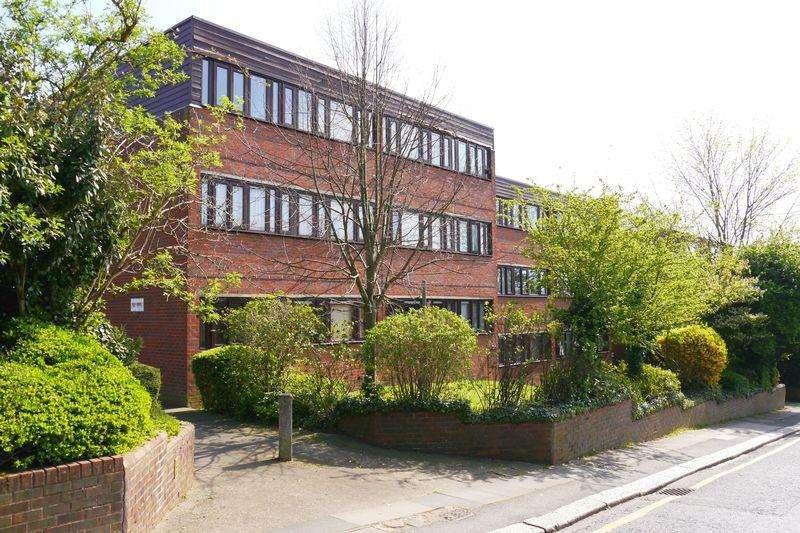 2 Bedrooms Flat for sale in Manor Road, Barnet