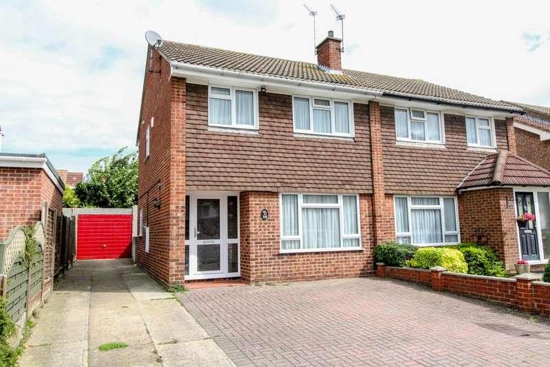 3 Bedrooms Semi Detached House for sale in Lavender Avenue, Pilgrims Hatch, Brentwood, Essex, CM15
