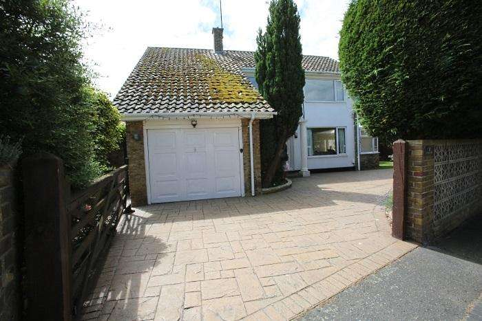 3 Bedrooms Detached House for sale in 14 CASTLE STREET, ONGAR CM5