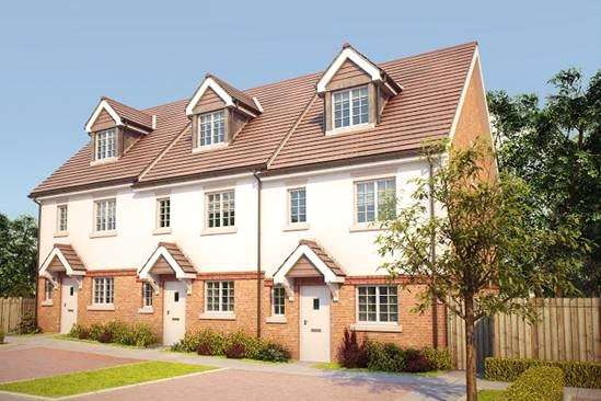 4 Bedrooms Terraced House for sale in The Fyfield, Bagshot Road, Knaphill, Surrey, GU212RN