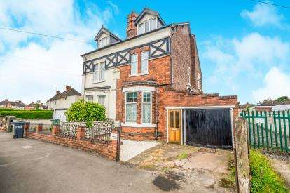 4 Bedrooms Semi Detached House for sale in Crankhall Lane, Wednesbury, West Midlands