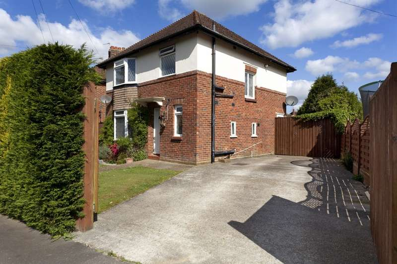 3 Bedrooms Detached House for sale in Bethune Road, Horsham