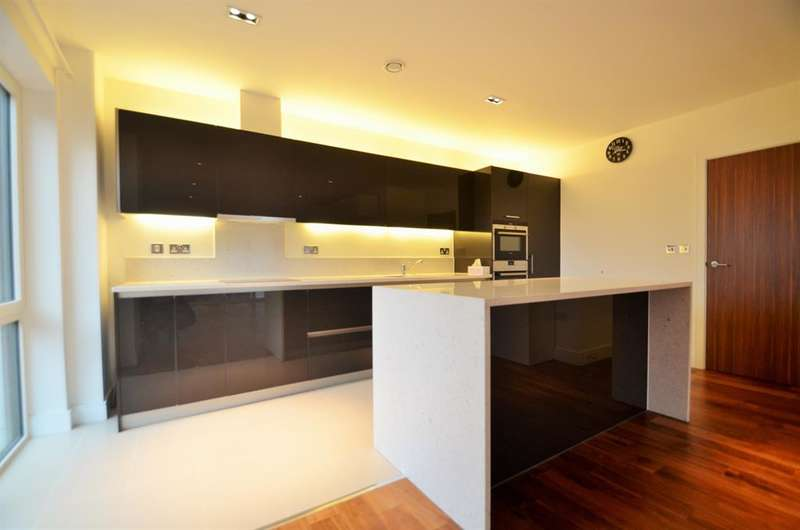 2 Bedrooms Flat for sale in Belgravia House, Dickens Yard, W5 2BE