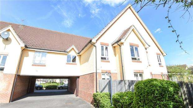 2 Bedrooms Maisonette Flat for sale in Hartigan Place, Woodley, Reading