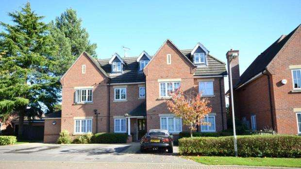 2 Bedrooms Apartment Flat for sale in George Close, Caversham, Reading