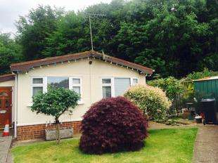 2 Bedrooms Mobile Home for sale in Longbeech Park, Canterbury Road, Charing, Ashford
