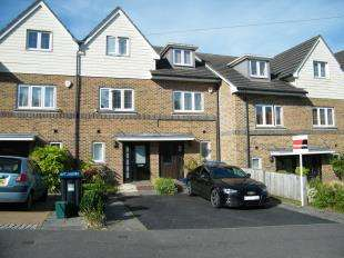 3 Bedrooms Terraced House for sale in Banstead Road, Caterham, Surrey, .