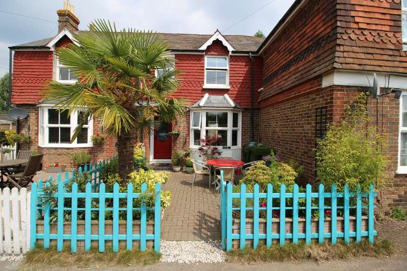 3 Bedrooms Terraced House for sale in Station Road, Warnham