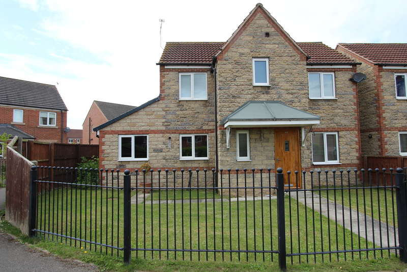 3 Bedrooms Detached House for rent in Rotherham Road, Dinnington, S25