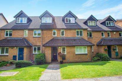 2 Bedrooms Flat for sale in Melrose Place, Watford, Hertfordshire, .