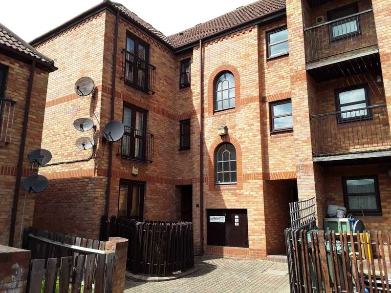 1 Bedroom Flat for sale in Fleetwood Court E6 5XY